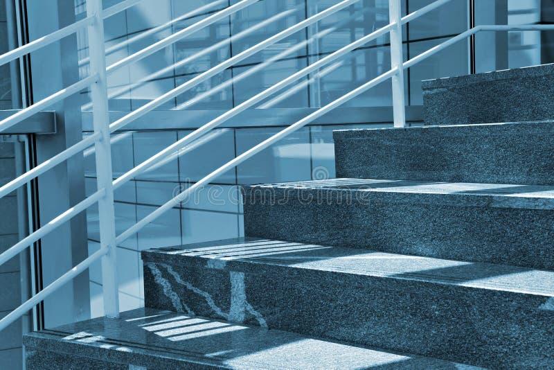 самомоднейшие лестницы стоковое изображение rf