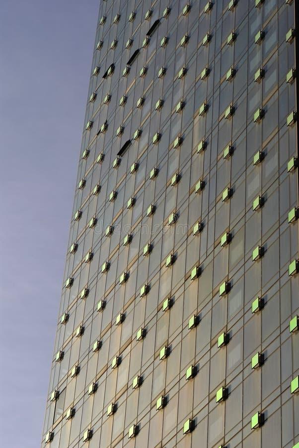 самомоднейшие sh окна стены стоковое фото