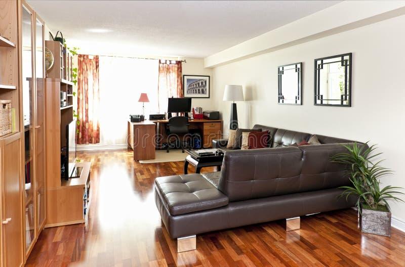 Самомоднейший живущий интерьер комнаты стоковое изображение
