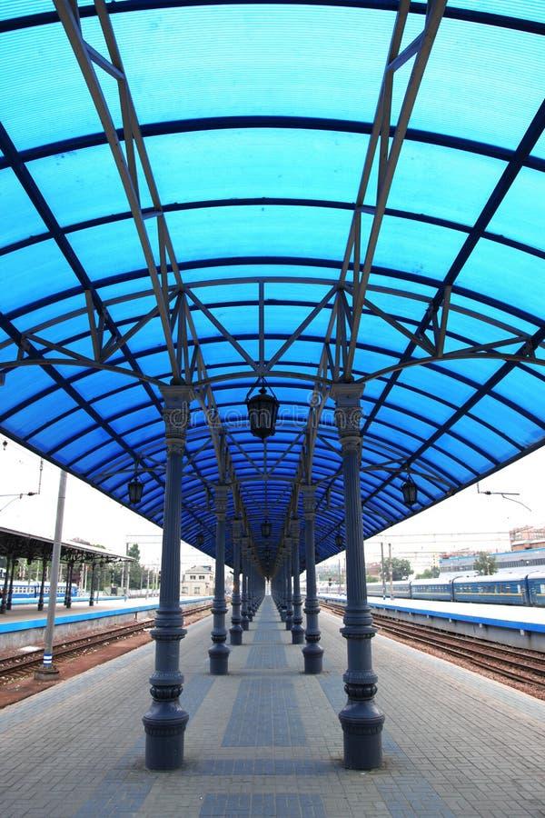 самомоднейший поезд станции стоковые фотографии rf