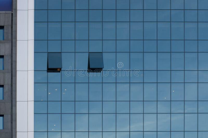 Самомоднейший экстерьер офисного здания стоковые фото