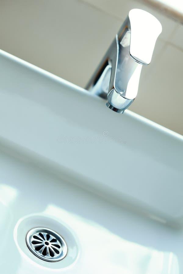 самомоднейшая вода из крана стоковые изображения