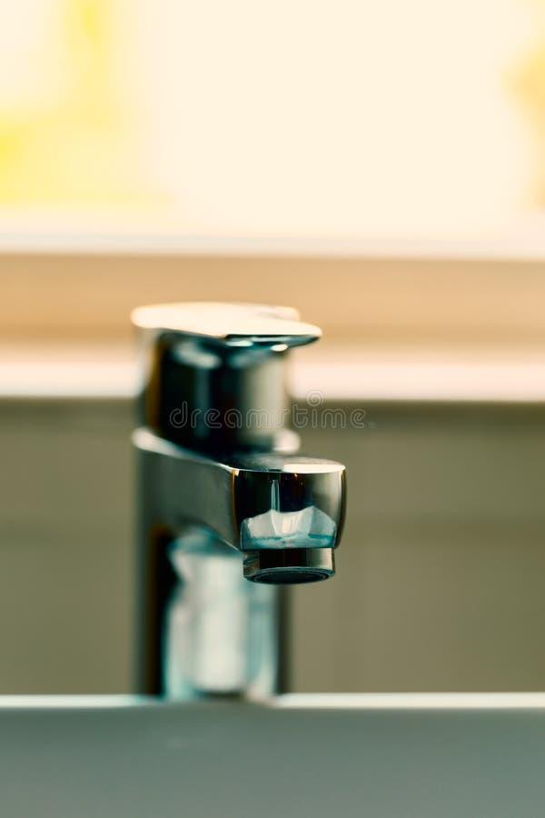 самомоднейшая вода из крана стоковое фото rf
