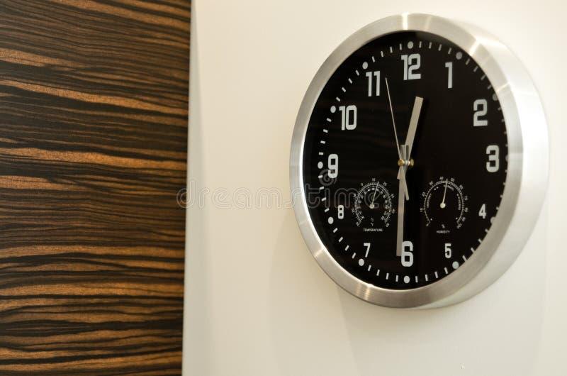 Часы стены   стоковые фото