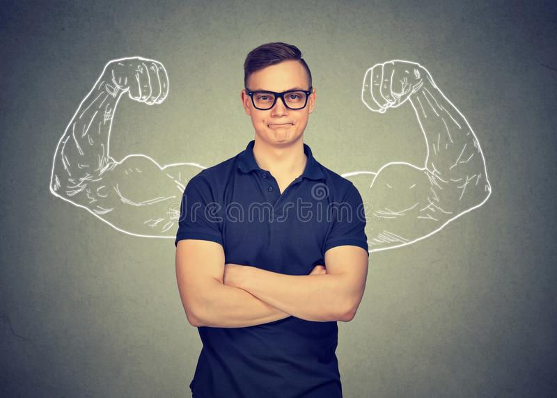 Самоуверенный человек в eyeglasses стоковые фотографии rf