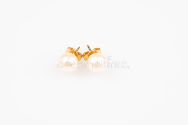 Самоцвет 2 жемчугов earings белый круглый на ясной предпосылке стоковая фотография rf