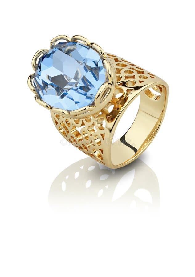 Самоцвет золотого whith кольца большой изолированный на белизне стоковые фото