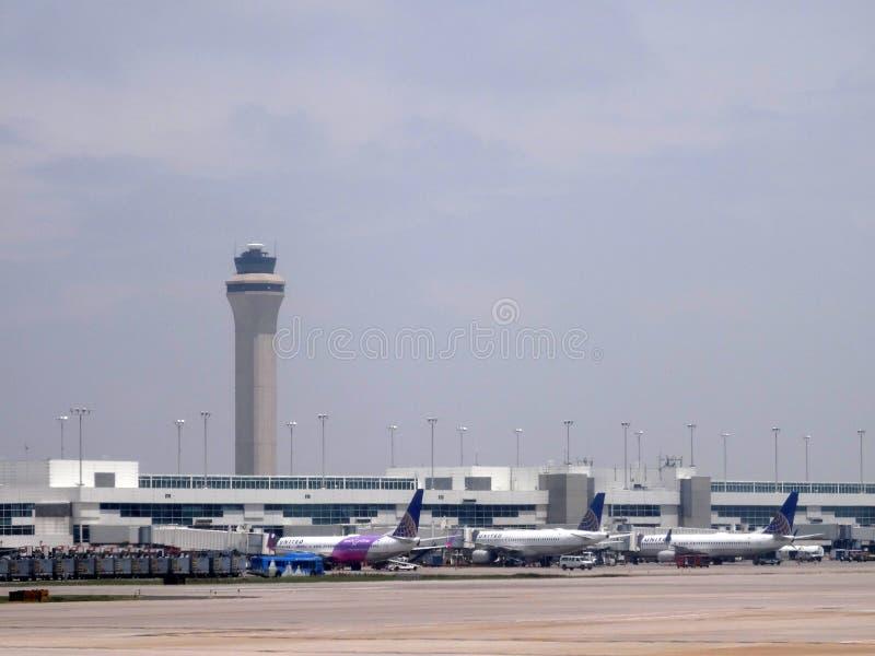 Самолеты припаркованные на международном аэропорте Денвера стоковые изображения rf