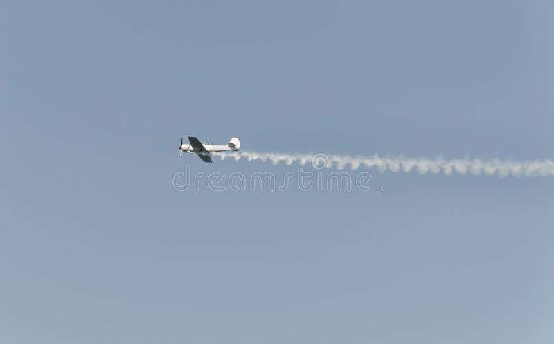Самолет выполняет на airshow стоковые изображения