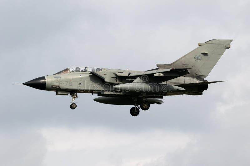 Самолет реактивного истребителя бомбардировщика торнадо военновоздушной силы Италии стоковые изображения