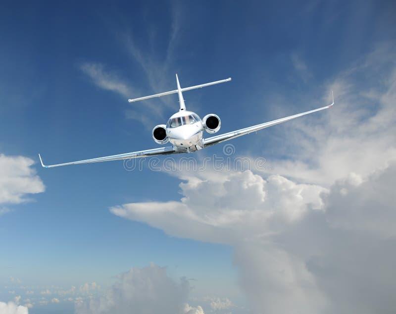 Самолет частного самолета в небе стоковое фото