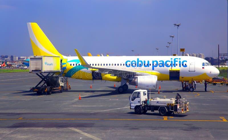 Самолет Cebu Тихий океан на авиапорте Манилы стоковое изображение rf
