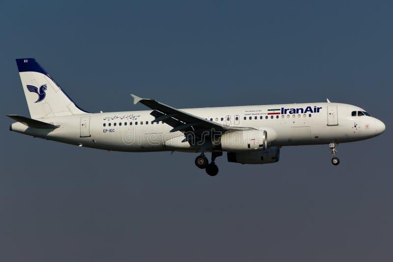Самолет Iran Air аэробуса A320 стоковые фотографии rf