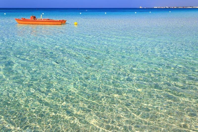 Самые красивые песчаные пляжи Apulia: Морской пехотинец Порту Cesareo, coastITALY Salento (Lecce) стоковое фото