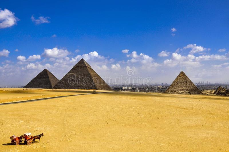 Самые старые 3 больших пирамиды Газа в Каире, Египте, стоковые фото