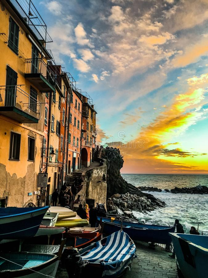 Самый лучший заход солнца Riomaggiore Италия Cinque Terre стоковое фото
