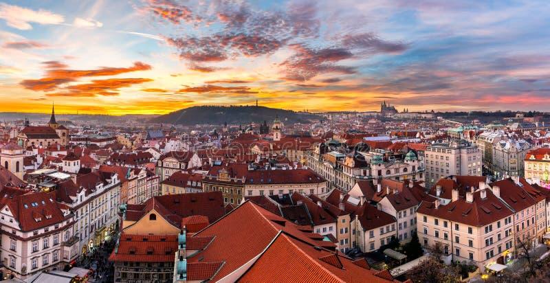 Самый мистический и самый загадочный город в Европе Прага через стоковое изображение rf
