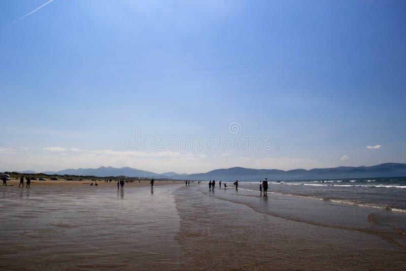 Самый полдень на пляже дюйма стоковые изображения