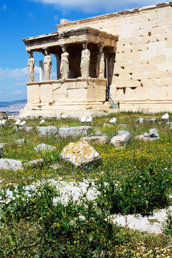 Самый старый висок на акрополе, построенном в честь божественного patroness города - Hekatompedon Афина, Греция на солнечном стоковые изображения