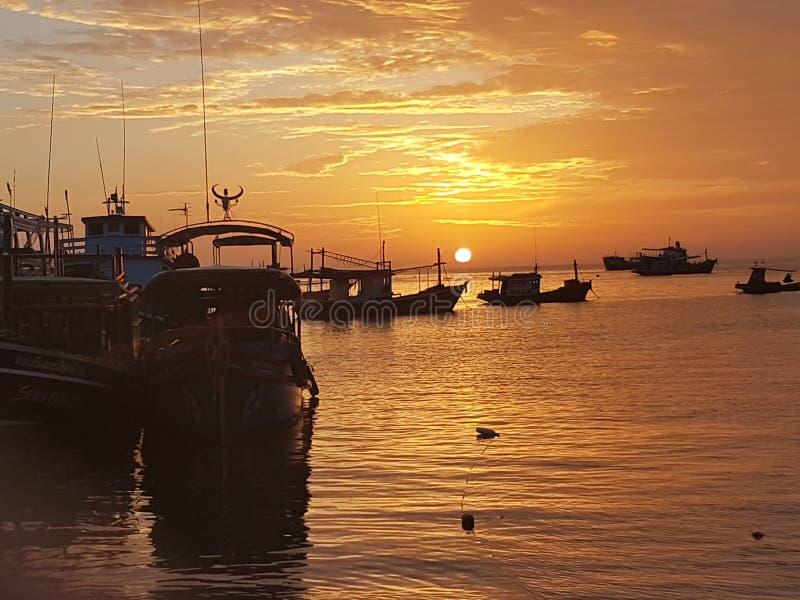 Самый лучший восход солнца праздника Таиланда kohtao взгляда стоковое фото rf