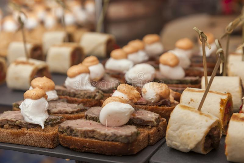 Сандвичи еды ресторанного обслуживании стоковое изображение rf