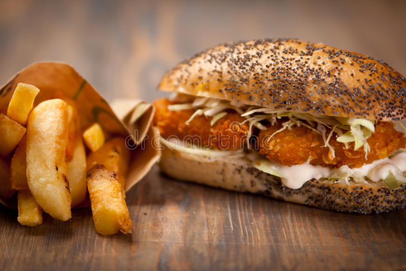 сандвич наггетов цыпленка стоковое фото rf