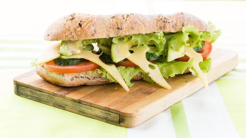 Сандвич фитнеса с авокадоом и сыром стоковое фото