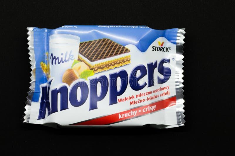Сандвич waffle Storck Knoppers заполнил с creme нуги и молока стоковое изображение rf