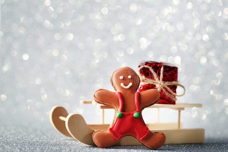 Сани игрушки с печеньем пряника стоковые изображения rf