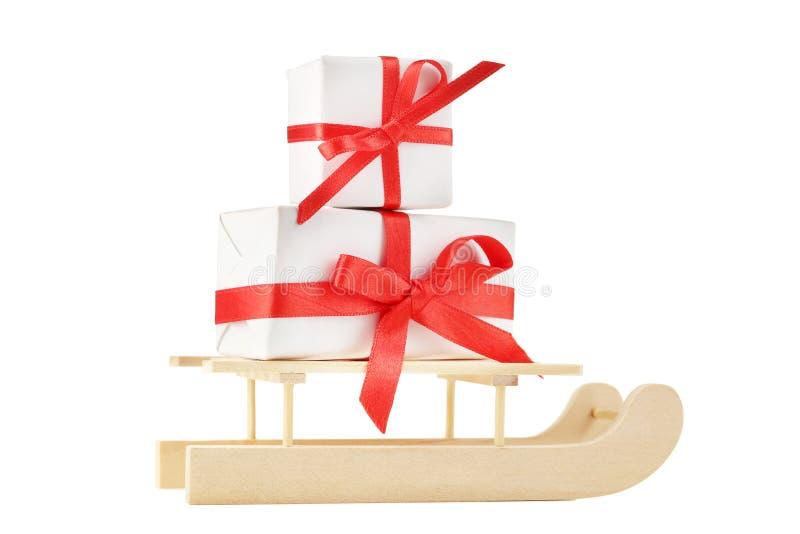 Сани игрушки с подарочными коробками стоковая фотография rf