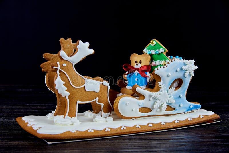 Сани пряника рождества с оленями стоковые изображения rf