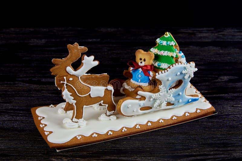 Сани пряника рождества с оленями стоковое фото rf