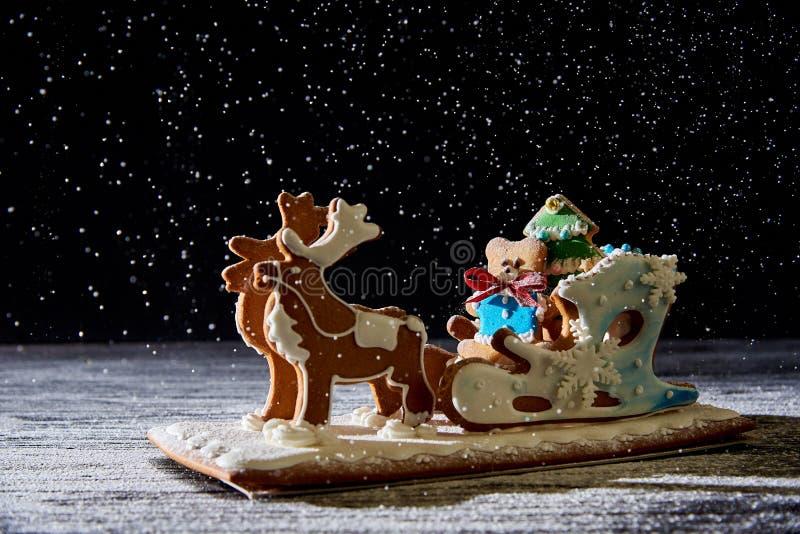 Сани пряника рождества с оленями стоковые фото