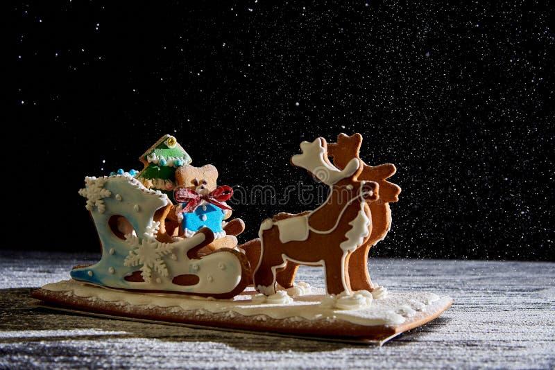 Сани пряника рождества с оленями стоковое изображение