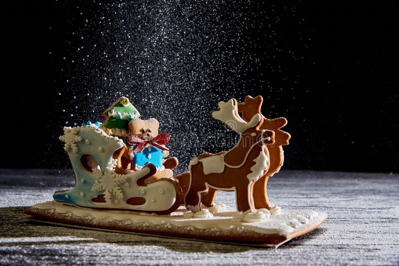 Сани пряника рождества с оленями стоковое изображение rf