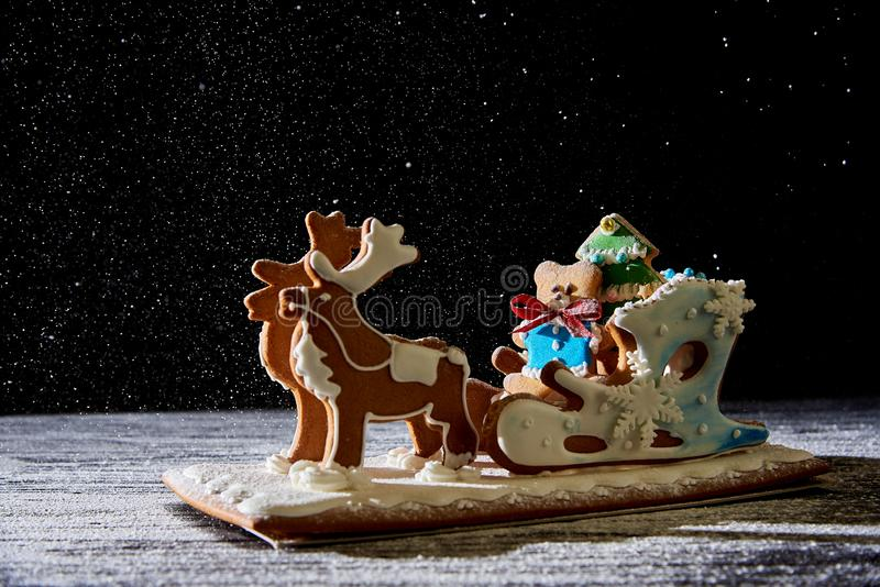 Сани пряника рождества с оленями стоковые фотографии rf