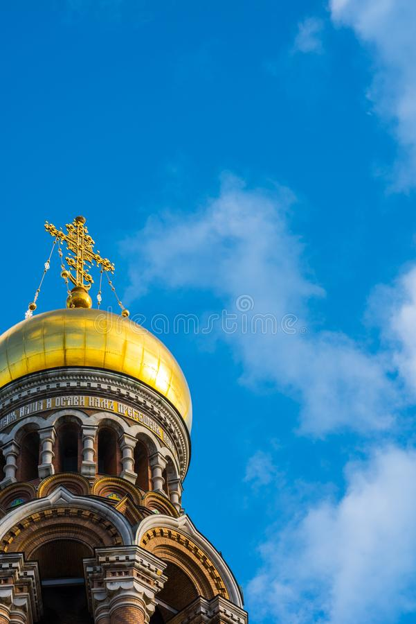 Санкт-Петербург, Россия - вертикальная архитектурноакустическая предпосылка стоковое изображение rf