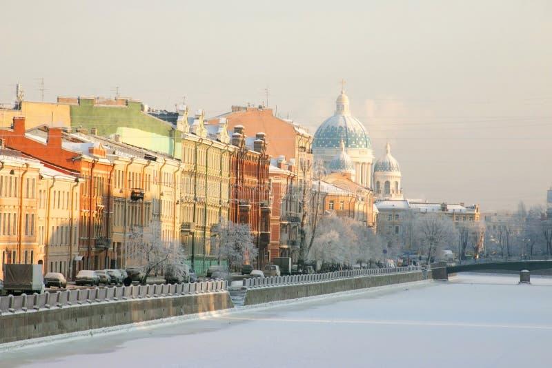 Санкт-Петербург Россия Взгляд реки и собора Fontanka стоковые изображения rf