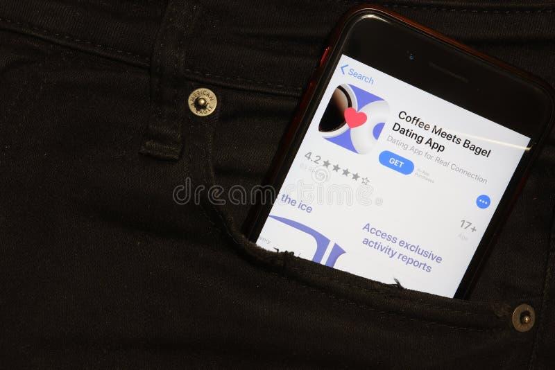 Санкт-Петербург, Россия - 6 декабря 2019 года: Мобильный экран телефона со значком 'Coffee Meets Bagel' в кармане, иллюстративный стоковые изображения
