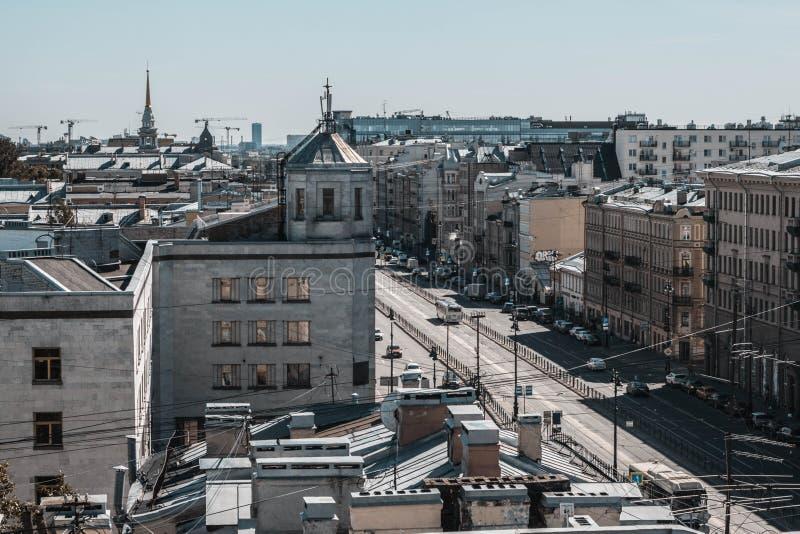 Санкт-Петербург, Россия, май 2019 Перспектива Ligovsky взгляд сверху Крыши города от высоты стоковые фотографии rf