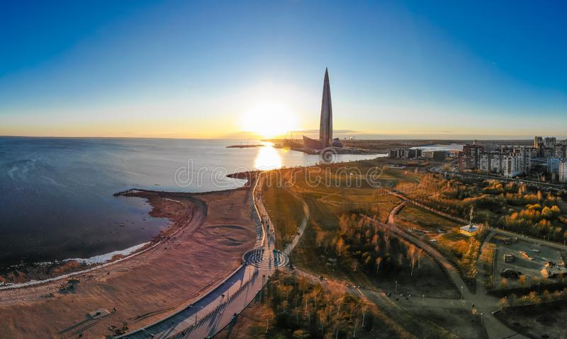 Санкт-Петербург, РОССИЯ - 16-ое апреля 2019: Общественный, центр Lakhta дела сложный, штабы Газпрома небоскреба Gulf of Finland стоковые фото
