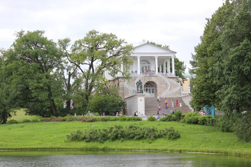 САНКТ-ПЕТЕРБУРГ, РОССИЯ - 10-ое июля 2014: Галерея Камерона в парке Катрина в Tsarskoe Selo стоковая фотография rf