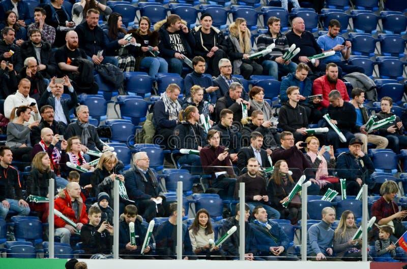 САНКТ-ПЕТЕРБУРГ, РОССИЯ - 27-ое марта 2018: Вентиляторы русского футбола стоковые изображения rf