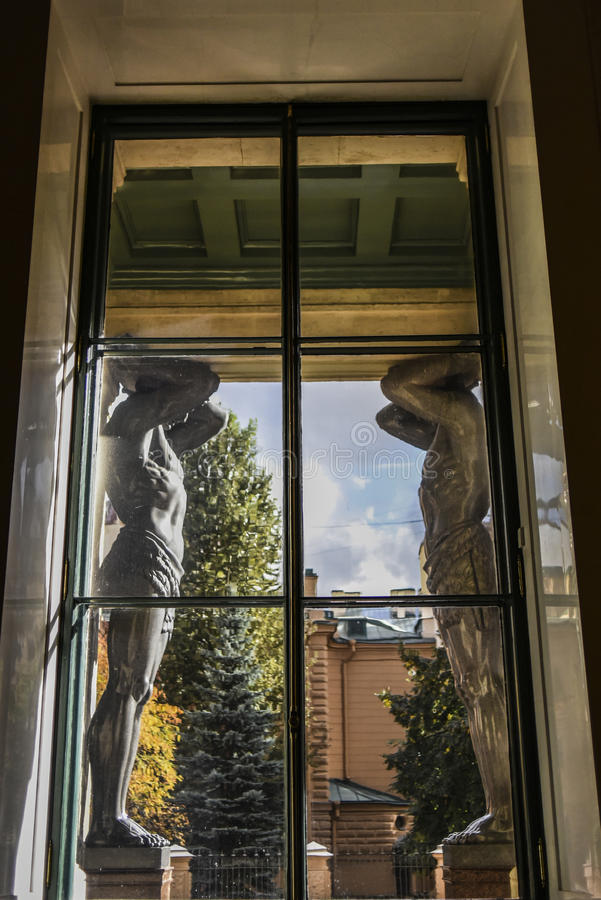 Санкт-Петербург, Россия, 4-ое октября 2016: Снаружи скульптур он стоковые фотографии rf