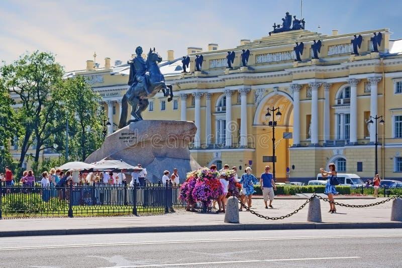 Санкт-Петербург, Россия, памятник Петру I на наезднике квадрата сената бронзовом стоковые фото