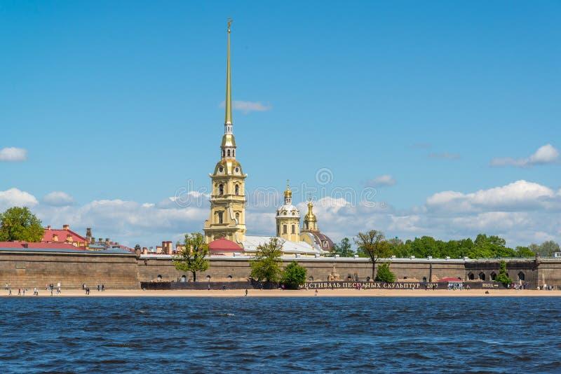 Санкт-Петербург, Россия - 3-ье июня 2017 Крепость Питера и Пола и река Neva стоковые изображения