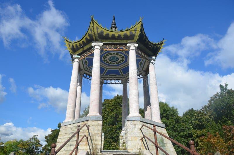 Санкт-Петербург, Россия - 3-ье сентября 2013 - павильон в китайском стиле на парке Катрина Pushkin (Tsarskoye Selo) стоковая фотография