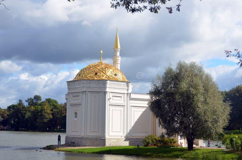 Санкт-Петербург, Россия - 3-ье сентября 2013 - турецкая ванна на парке Катрина Pushkin (Tsarskoye Selo) стоковые изображения rf