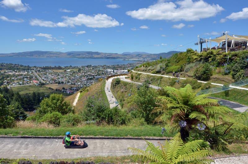 Санный спорт Rotorua горизонта в городе Rotorua - Новой Зеландии стоковое фото rf