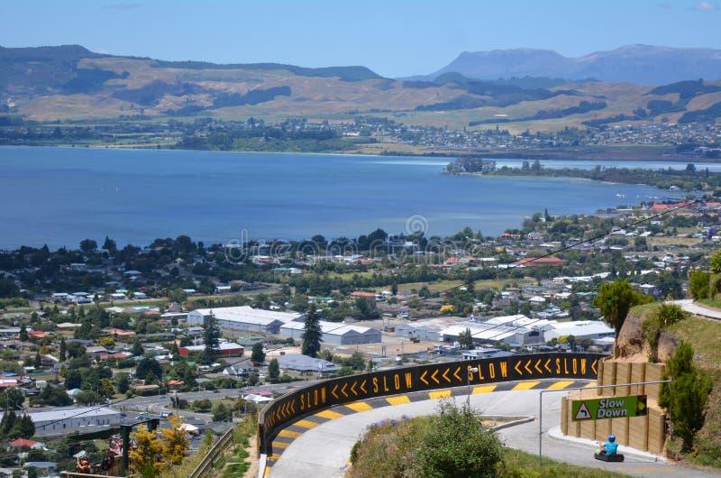 Санный спорт Rotorua горизонта в городе Rotorua - Новой Зеландии стоковое фото